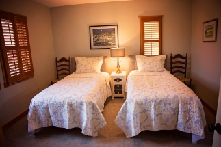 Shenandoah Room twin beds option